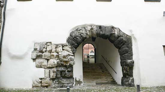 porta-praetoria